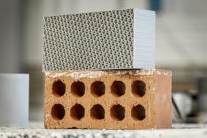 Tijolos impressos em 3D de plástico doméstico reciclado