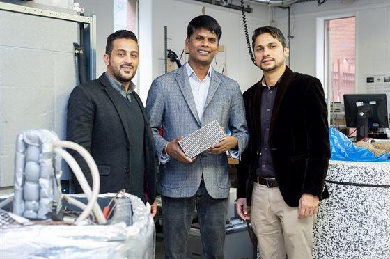 Saad, Dr. Kandan e Dr. Farukh Farukh trabalharam juntos no projeto